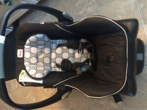 Britax car seat and baby mattress for sale!