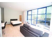Beautiful Studio Apartment - £806 pcm - No Deposit No Fees - Fully Furnished and Luxurious Design