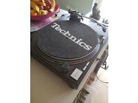 Technics 1210 mk2 pair