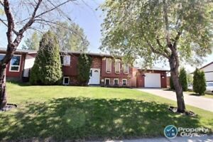 Updated and well maintained 4 bed/2 bath bi-level
