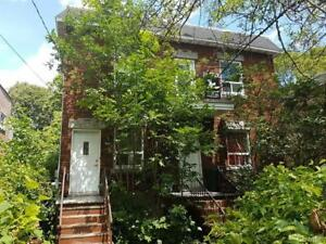 Large 3 bedroom in Ahuntsic! 5mins from metro Perfect location