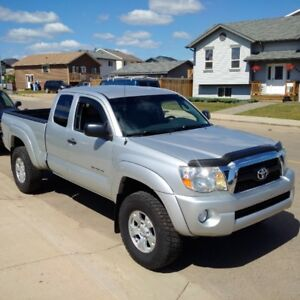 2011 Toyota Tacoma sr5 Pickup Truck (trd suspension)