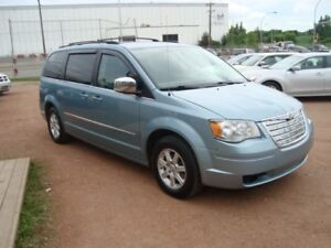 2010 Chrysler Town & Country Touring / Power Everything/ 2 DVDs