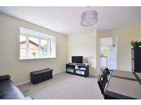 Extremely light 2 bedroom first floor in Snaresbrook