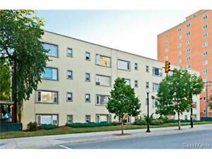 Downtown Bachelor Suite with Parking! Great for students!
