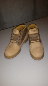 Low Cut Timberland Boot - Size 9.5