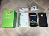 Moto G5 Dual SIM + case + 32GB microSD card - mint condition