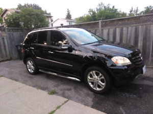 2007 Mercedes Benz M-Class ML 350 SUV. Low Kms