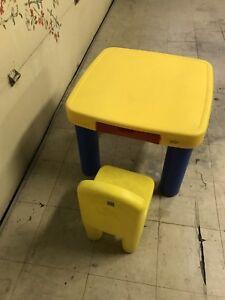 Table et chaise d'enfant