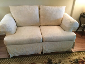Rowes Furniture   Love Seat