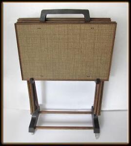 Superbe Vintage TV Tray Stands