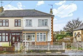 3/4 bedroom semi detached fully furnished house for rent in Hornchurch RM12