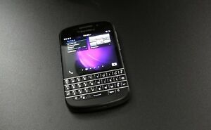 BLACKBERRY Q10 -  with charger.