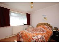 Amazing Value 2 Double Bedroom in Chiswick * Off Street Parking* Next to Tube/Overground
