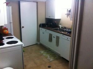 STUDENT - 1 to share 2 room apt - Avail July 1 - 38 McDougall