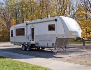 WANTED 5th Wheel trailer max 28ft with slideout... light weight