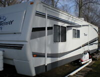 2007 Fleetwood Terry FKDS 33' Travel Trailer