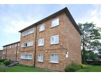 3 bedroom flat in Ashley Court, Great North Way, Hendon NW4