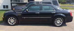 Chrysler Luxory 300C V8 HEMI 2010 (37000km) serious offers only West Island Greater Montréal image 2