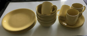 Thomson Pottery 16-piece dinnerware set in yellow