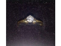 STUNNING LADYS 18CT GOLD AND DIAMOND RING !!!!