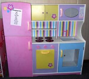 Wooden Toy Kitchen w Toy Food, Toy Pots/Pans & More... Bonbeach Kingston Area Preview