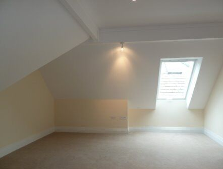 View this newly refurbished 1 bed flat set in a Victorian mansion block! Perfect for students!!