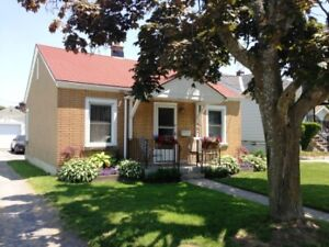 Updated 2 bed bungalow near Memorial Centre-457 Nelson