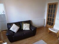 Quality 1 bedroom furnished flat within traditional tenement in Glasgow's South Side(ref 523)