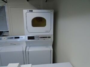 LAVEUSE SECHEUSE COMMERCIAL SUPERPOSEE / STACKABLE COMMERCIAL WASHER DRYER