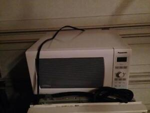 MICROWAVE - NON WORKING - FOR PARTS