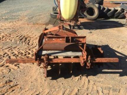 Massey Ferguson 3 point linkage 12 plate offset tractor plough