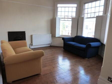 Beautiful spacious two double bed flat in period conversion in the heart of Crouch End