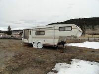 27' 5th wheel Travelaire trailer