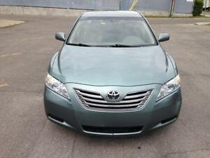2007 TOYOTA CAMRY HYBRID - SAVE ON GAS AND ONLY PAY ONE TAX $$$$