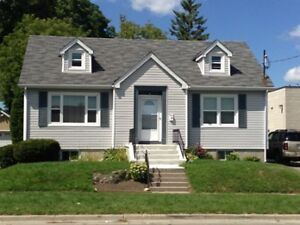 UOIT/DC STUDENTS! 6 BR HOUSE. STEPS 2 SIMCOE. UTILITIES INCLUDED