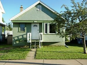 GREAT STARTER HOME CLOSE TO VICKERS PARK