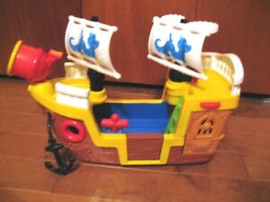 Fisher Price Pirate Ship/ includes Little People pirates