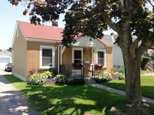 CHARMING 2 BED MINS TO DOWNTOWN! 457 Nelson St