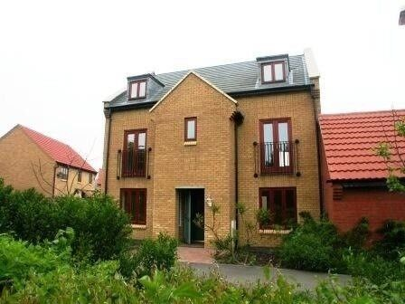 Large double room in professional house share ref ML10KW-3