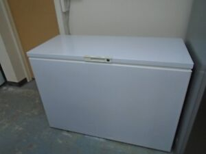 AA ELECTROMENAGERS CONGELATEUR TOMBEAU VICKING / CHEST FREEZER V