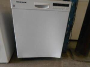BUILT IN DISHWASHER / LAVE VAISSELLES ENCASTRE