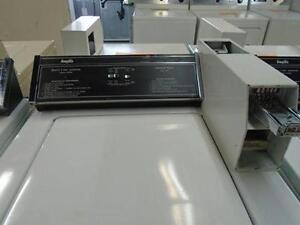 LAVEUSE COMMERCIAL PAYANTE / COMMERCIAL WASHER COIN OPERATED