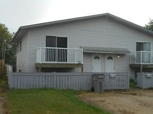 #3782 -3 Bedroom Duplex w/ Fenced Backyard$1100 Avail. Apr. 15th