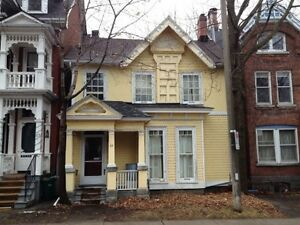 ATTN STUDENTS: GREAT LOCATION! 5 BEDS! 23 Sydenham St