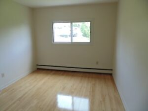 Don't Wait Until The Last Minute! Bright 2 Bedrooms Avail Sept!!