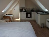 LIVE IN A STUNNING STUDIO FLAT IN AMERSHAM FOR 15 HOURS/WEEK HOUSEKEEPING AND BABYSITTING