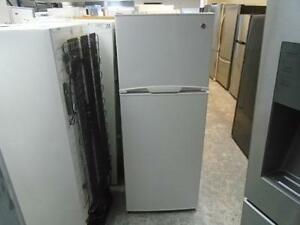 "1000924 REFRIGERATEUR 23.5'' GENERAL ELECTRIC 23.5"" REFRIGERATOR"
