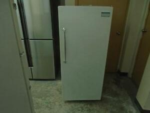 1001233 REFRIGERATEUR UNE PORTE VIKING ONE DOOR FRIDGE