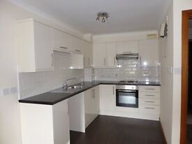 2 BEDROOM UNFURNISHED SPACIOUS FLAT WITH LIFT & PARKING - FERRYHILL